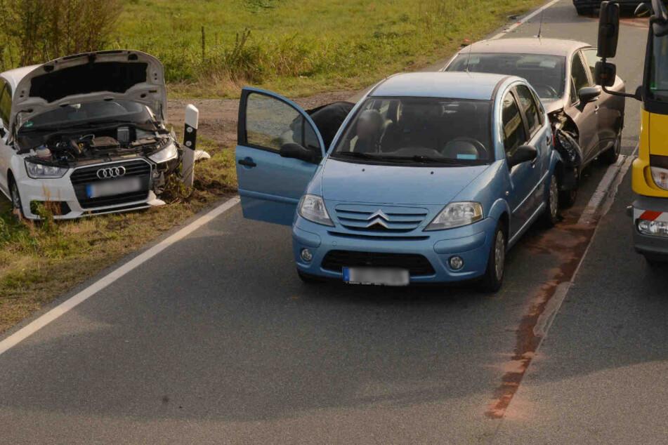 Vier Autos krachen auf B178 zusammen: Kinder unter den Verletzten