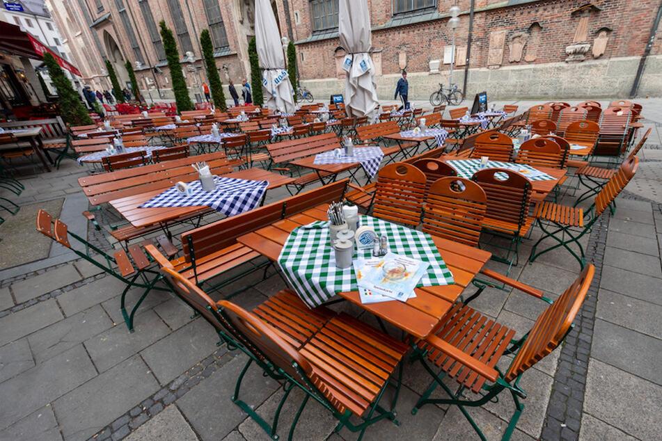 München: Regeln für Restaurant und Biergarten: Das muss in Bayern jetzt beachtet werden