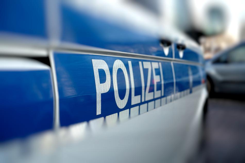 Verfolgungsjagd in Zwickau! Ein 36-Jähriger flüchtete vor der Polizei und krachte gegen einen Polizeiwagen. Dabei wurde ein Polizist verletzt (Symbolbild).