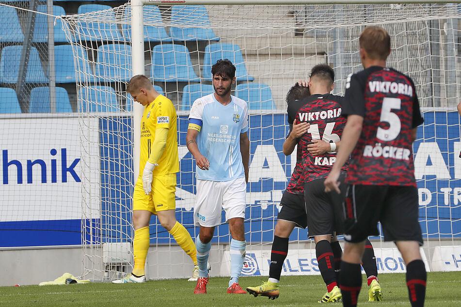Die erfahrenen Jakub Jakuobov (l.) und Niklas Hoheneder konnten die Treffer der Berliner nicht verhindern.