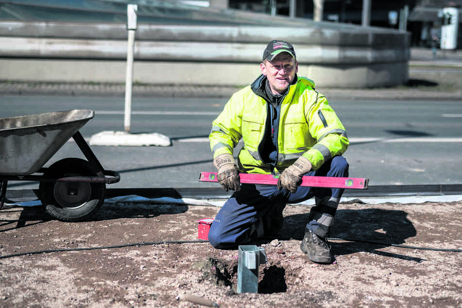 Tino Ramm (49) kann als Bauarbeiter nicht zu Hause arbeiten.