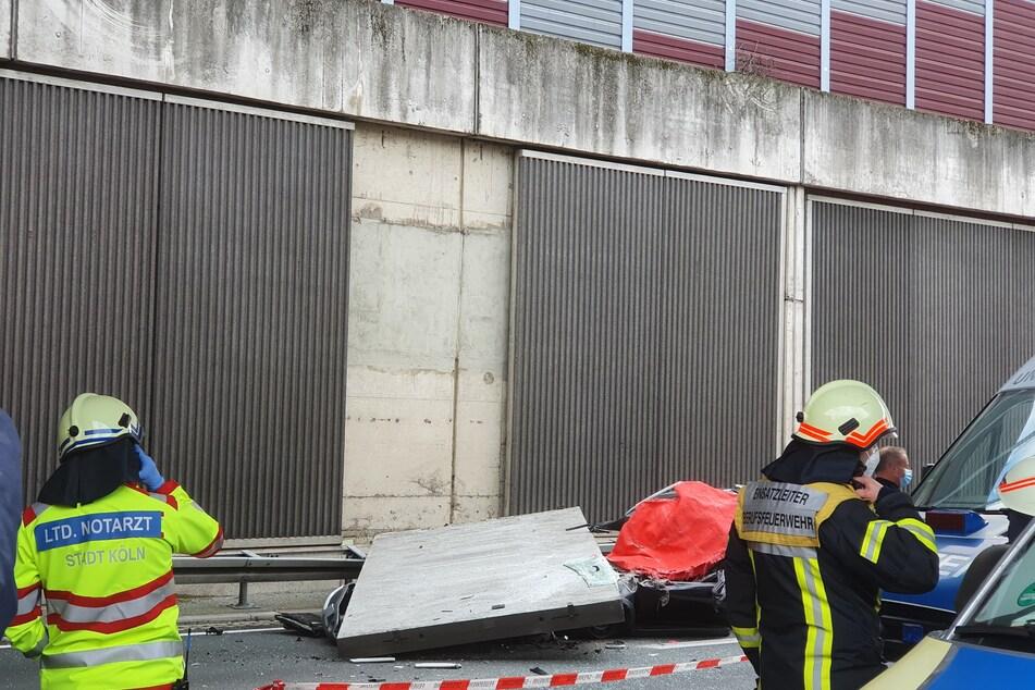 Eine große Betonplatte einer Lärmschutzwand ist auf der Autobahn 3 bei Köln auf einen Wagen gestürzt und hat eine Autofahrerin getötet.