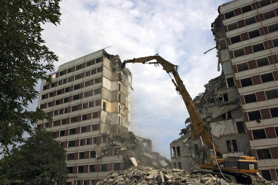 Abriss Sommer 2008. Hoyerswerda: Wohnblocks werden abgerissen.