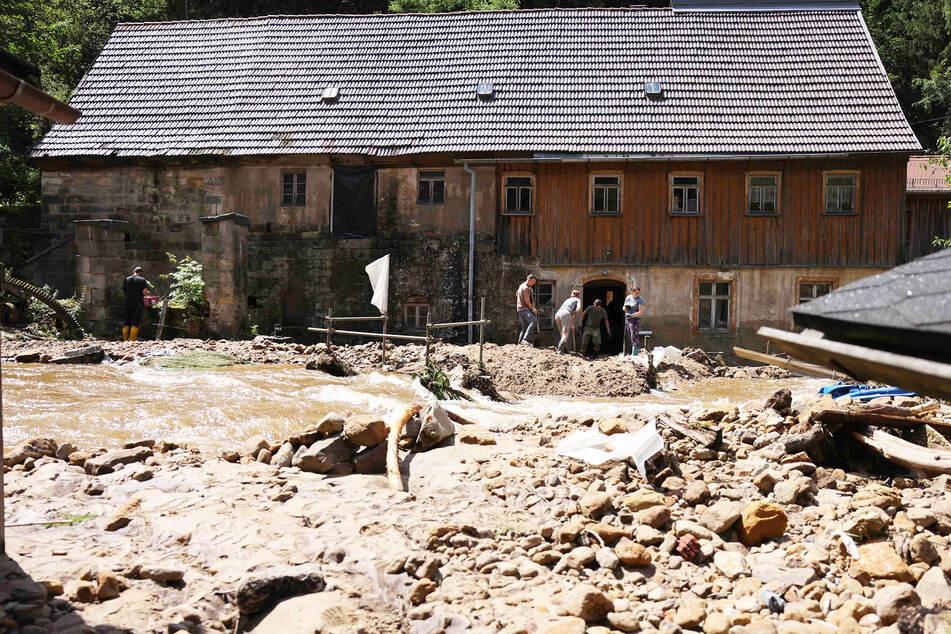 Dieses Wohnhaus in der Sächsischen Schweiz wurde am Samstagabend geflutet.