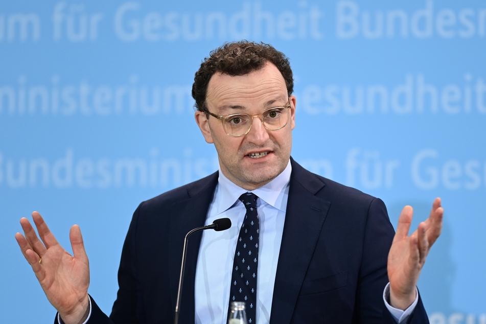 Jens Spahn (40, CDU), Bundesgesundheitsminister, spricht während einer Pressekonferenz zur aktuellen Lage nach dem Corona-Kabinett.