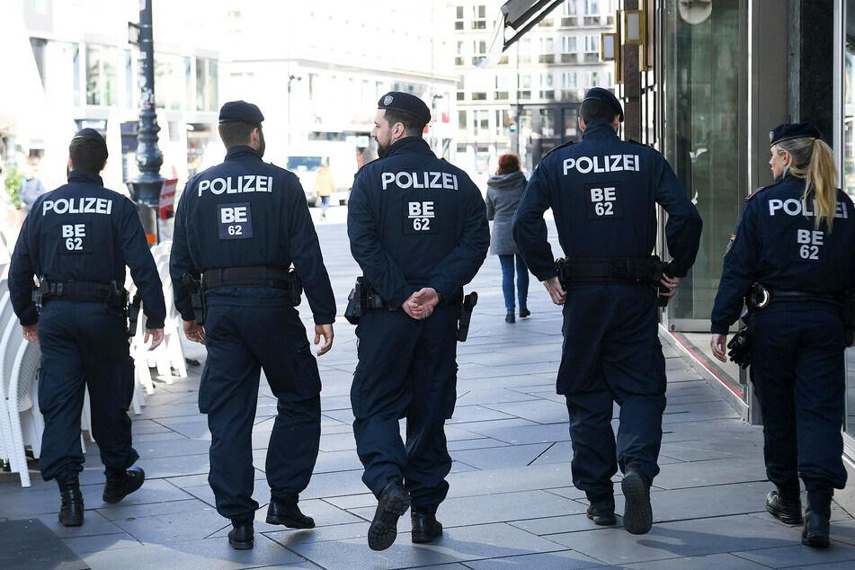 Polizisten patrouillieren in der österreichischen Hauptstadt Wien. (Symbolbild)