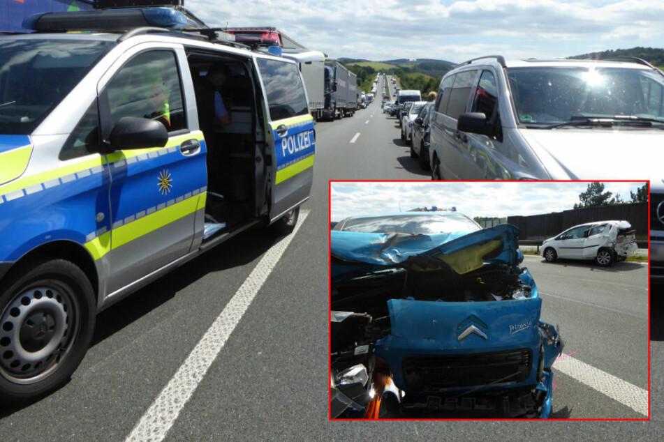Mega-Stau und drei Verletzte bei Unfall auf A72: Laster verliert Antriebswelle