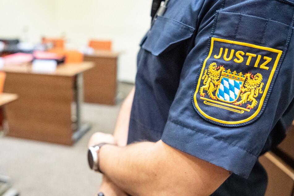 Prozess um Millionenbetrug: Männer müssen sich vor Gericht verantworten