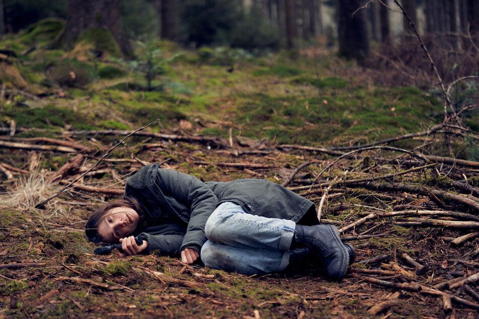Nachdem sie im Wald aufgewacht war, weiß die Polizistin zunächst nichts mehr.