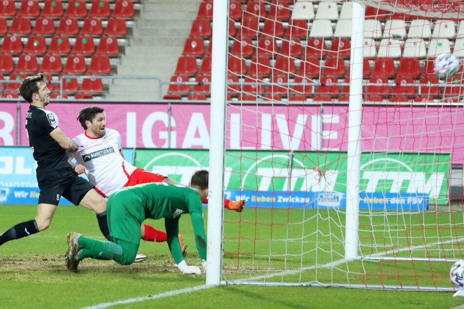 Klasse! FSV-Stürmer Ronny König (37, Mitte) traf zum 2:0.