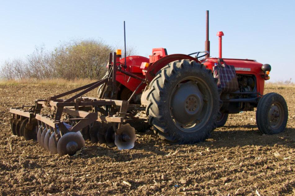 Der Landwirt wollte die Seilwinde vom Traktor abkoppeln (Symbolfoto).