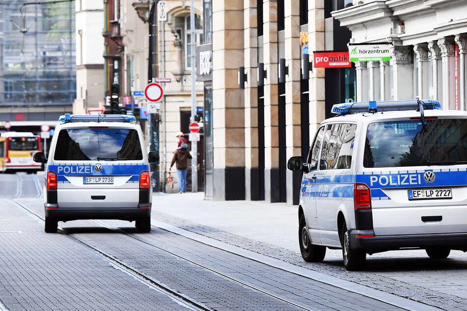 Corona-Kontrolle in Erfurt eskaliert: Polizisten angegriffen!