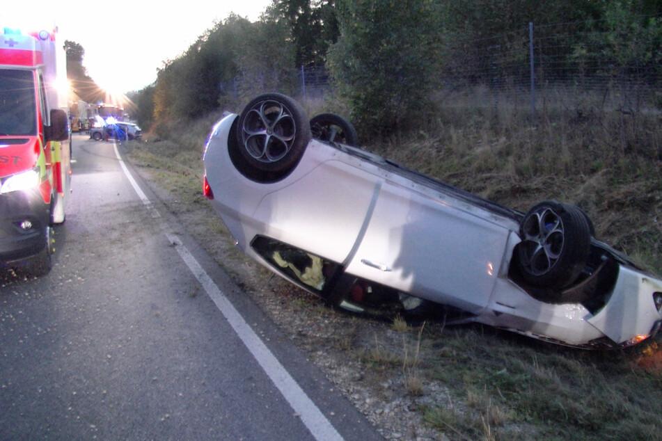 Autofahrer verliert beim Überholen die Kontrolle und sorgt für Unfall