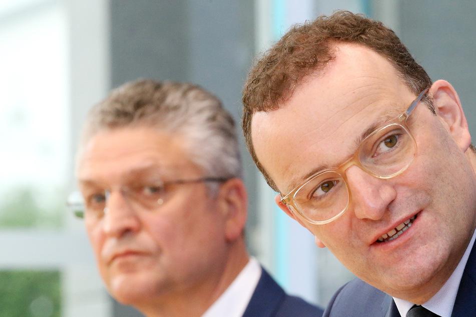 Jens Spahn (41, CDU, r) und Lothar Wieler (60), Präsident des Robert-Koch-Instituts, bei einer PK vergangene Woche.
