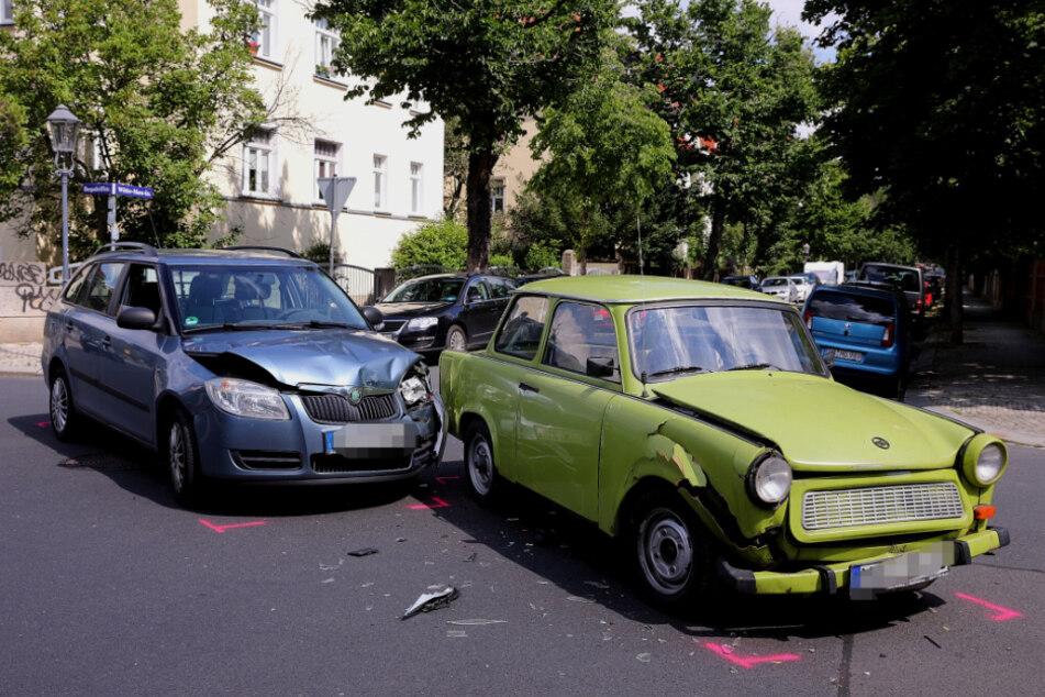 Bei dem Crash wurde eine Beifahrerin leicht verletzt.