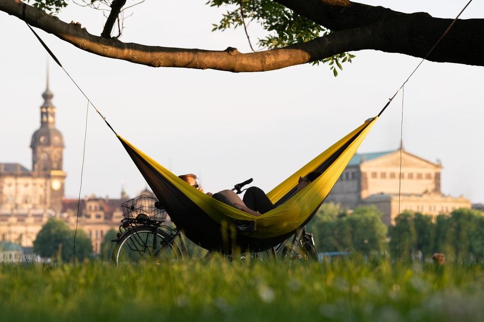In der neuen Woche kann man die Zeit wieder draußen genießen, es soll fast überall trocken bleiben. (Symbolbild)
