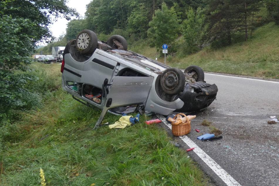 Schwerer Unfall auf Landstraße: Rettungs-Hubschrauber im Einsatz