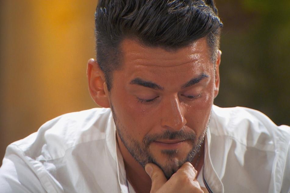 Ioannis (30) reagierte auf die Videobotschaft seines Großcousins und dessen Ehefrau sehr emotional.