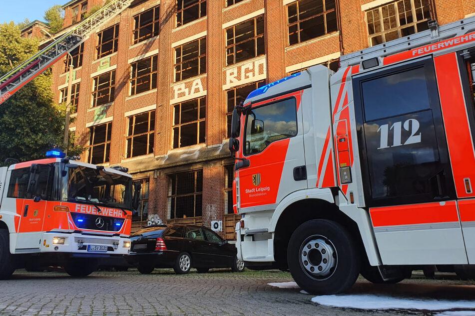 Brand in alter Fabrik: Feuerwehr rückt in Leipziger Osten aus