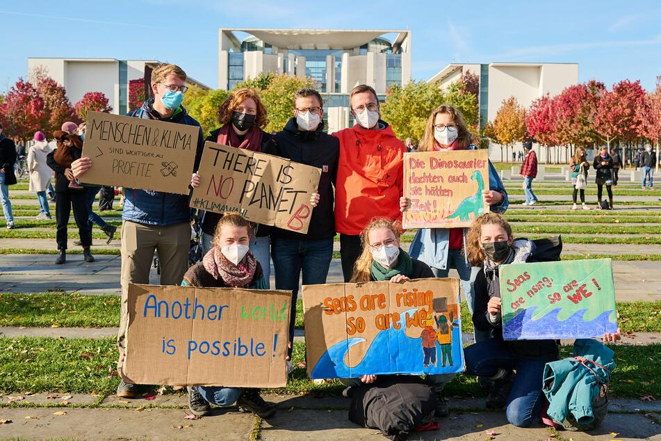 Berlin: Aktivisten demonstrieren für bessere Klimapolitik vor dem Reichstag