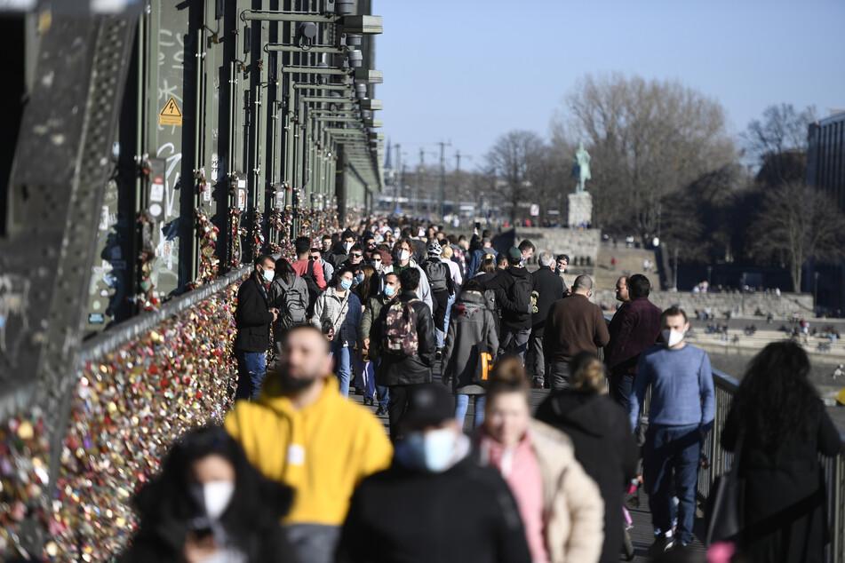Bis zu 28 Grad in NRW: Kölner Sonnen-Spots sollen nicht gesperrt werden
