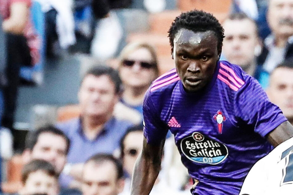 Aus Angst vor Corona: Fußballprofi flüchtet in sein Heimatland, nun hat er Ärger