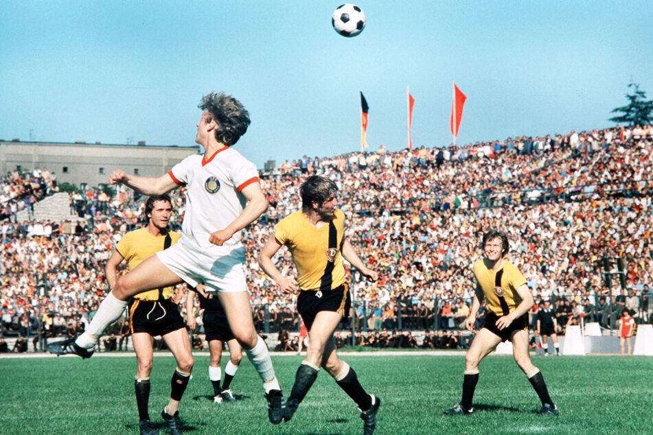 """Hans-Jürgen """"Dixie"""" Dörner (Zweiter von rechts) in der Traumelf der Dynamos - da gibt es wohl keine zwei Meinungen."""
