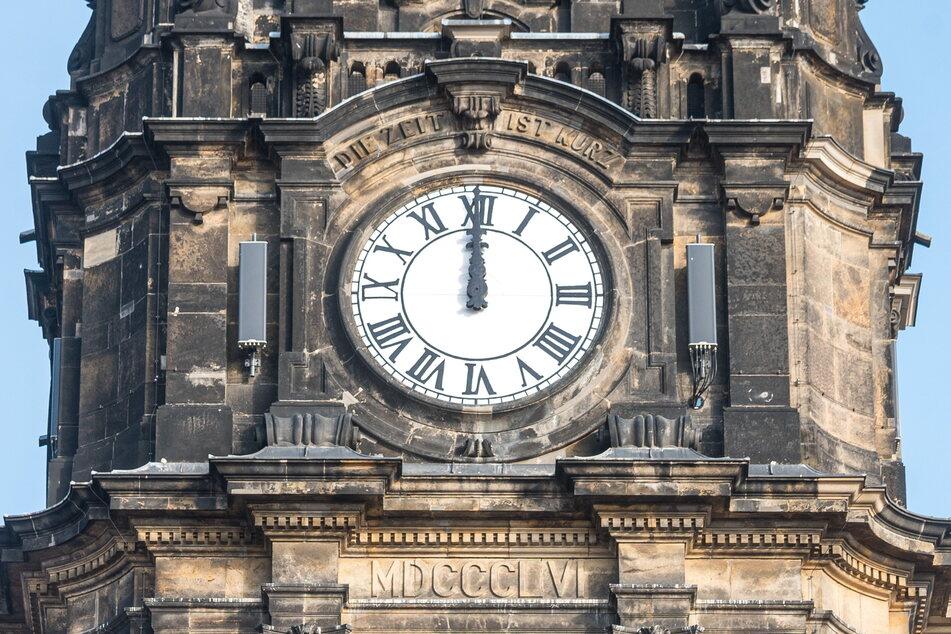 Zwei Monate lang ruhten die Zeiger der Turmuhr auf 12 Uhr.