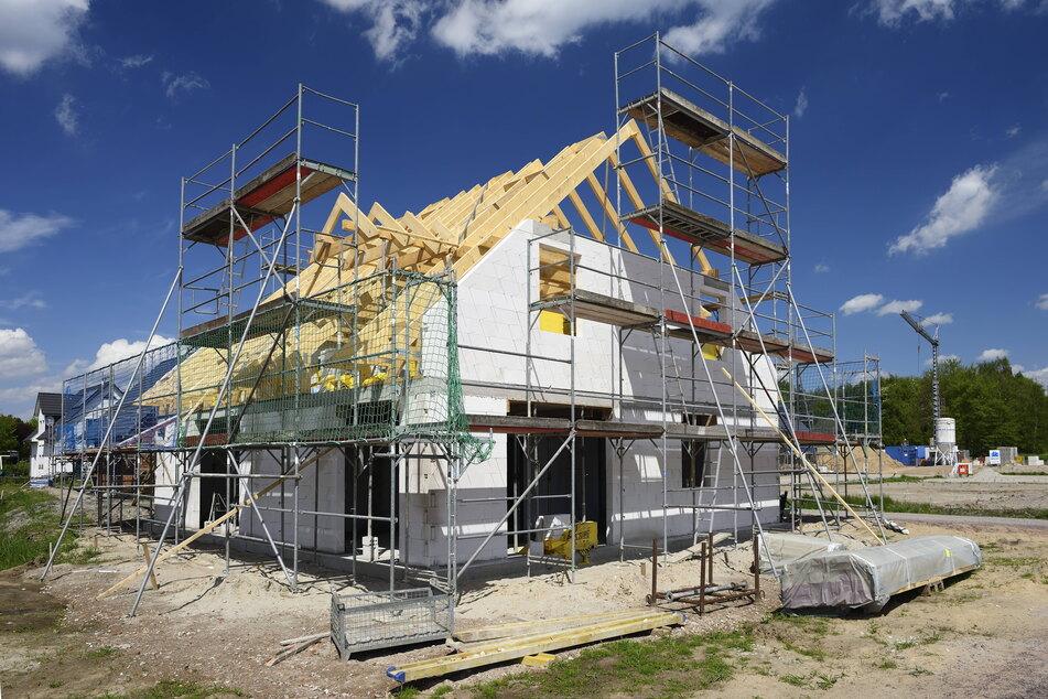 Die Nachfrage nach Bauland ist in Dresdner weiterhin höher als das Angebot.