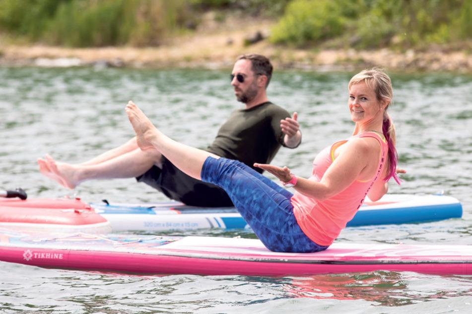 Die Übungen im Wasser fordern die Muskeln noch mehr als auf festem Boden.