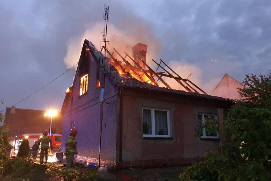 Im Dorf Silginy brannte ein Einfamilienhaus. Zwei Menschen konnten nach den Löscharbeiten nur noch tot geborgen werden.