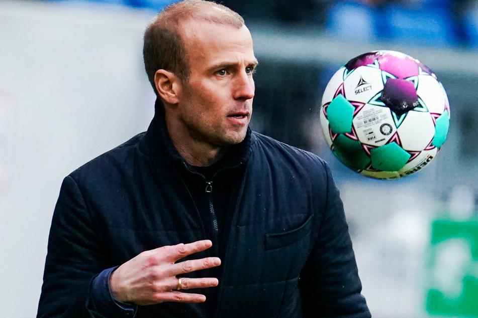 TSG-Trainer Sebastian Hoeneß (38) äußerte sich zu den umstrittenen Europacup-Reisen.