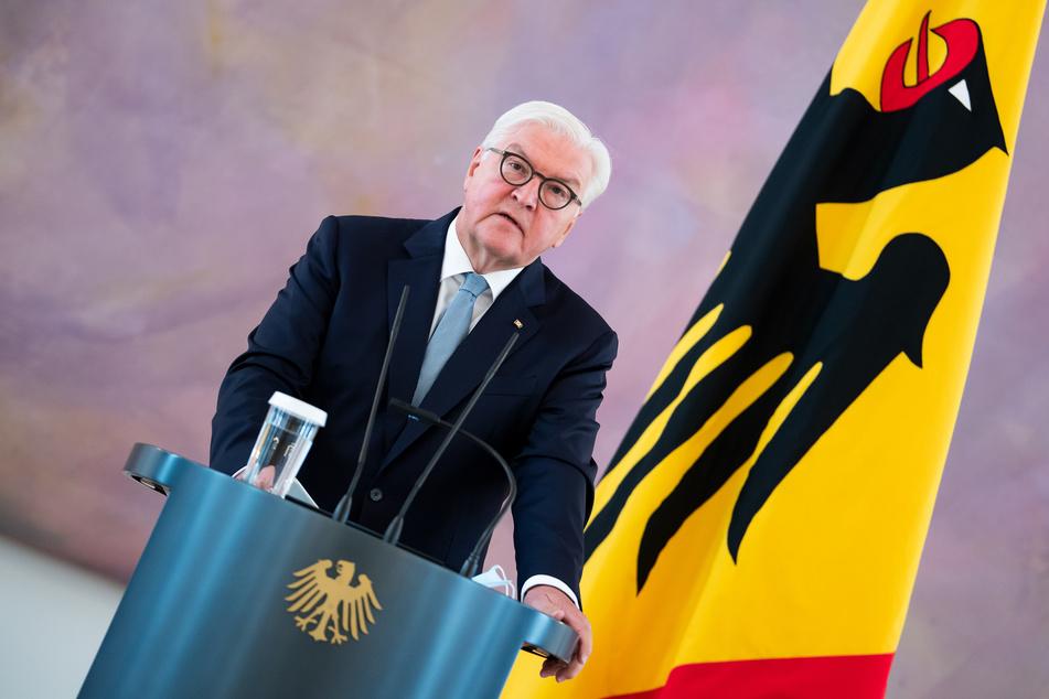 Bundespräsident Frank-Walter Steinmeier spricht vor Journalisten auf Schloss Bellevue.