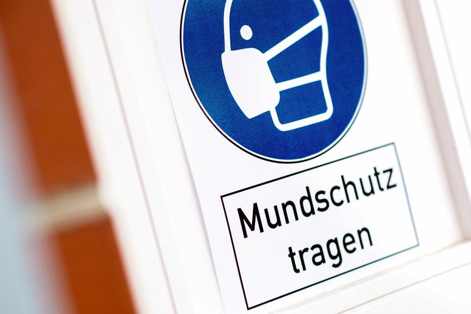 Die Maskenpflicht gilt in Chemnitz nun auch außerhalb von Gebäuden (Symbolbild).