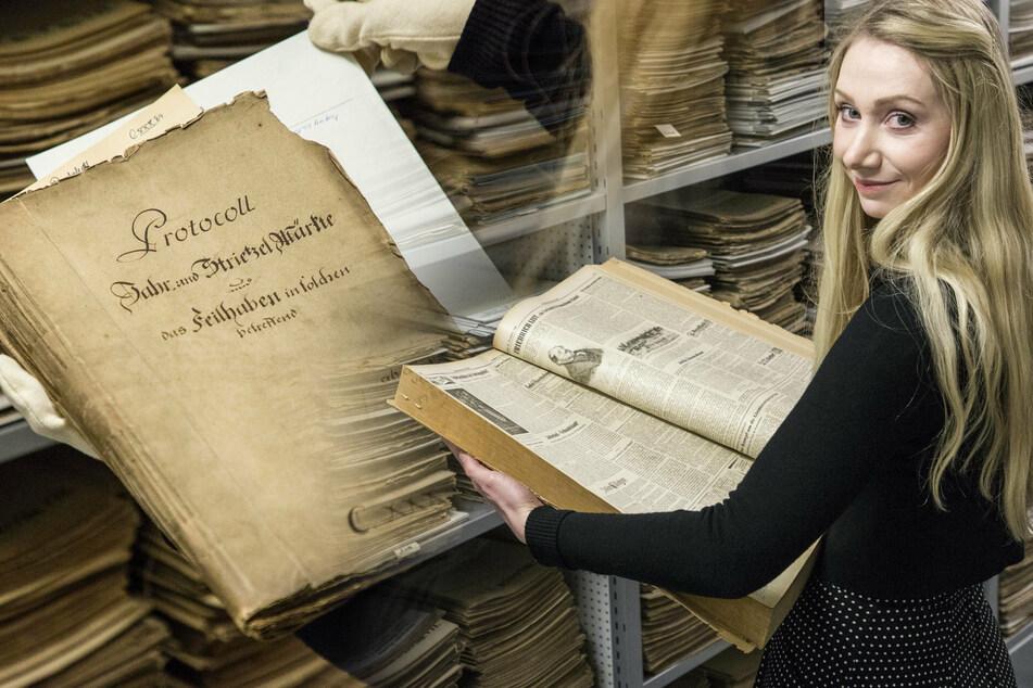 Dr. Sylvia Drebinger-Pieper (36) aus dem Stadtarchiv forschte zusammen mit ihrem Kollegen Stefan Dornheim (40) zur Geschichte des Marktes. Fündig wurden die Historiker zum Beispiel in diesem Protokoll aus dem Jahr 1723 (links).