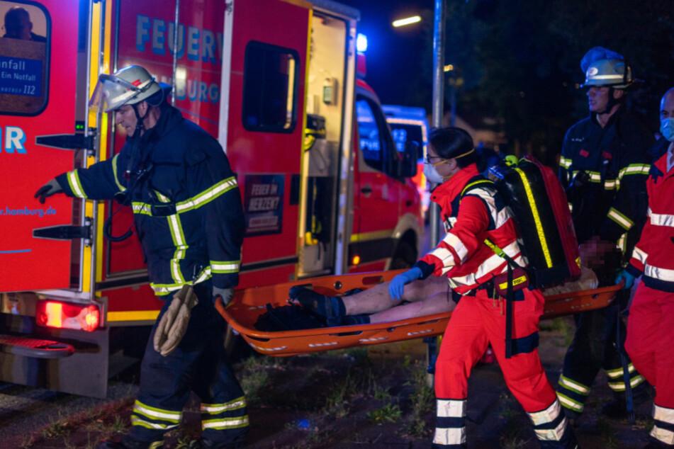 Feuerwehr rettet Frauen aus brennender Wohnung, Tochter in Lebensgefahr