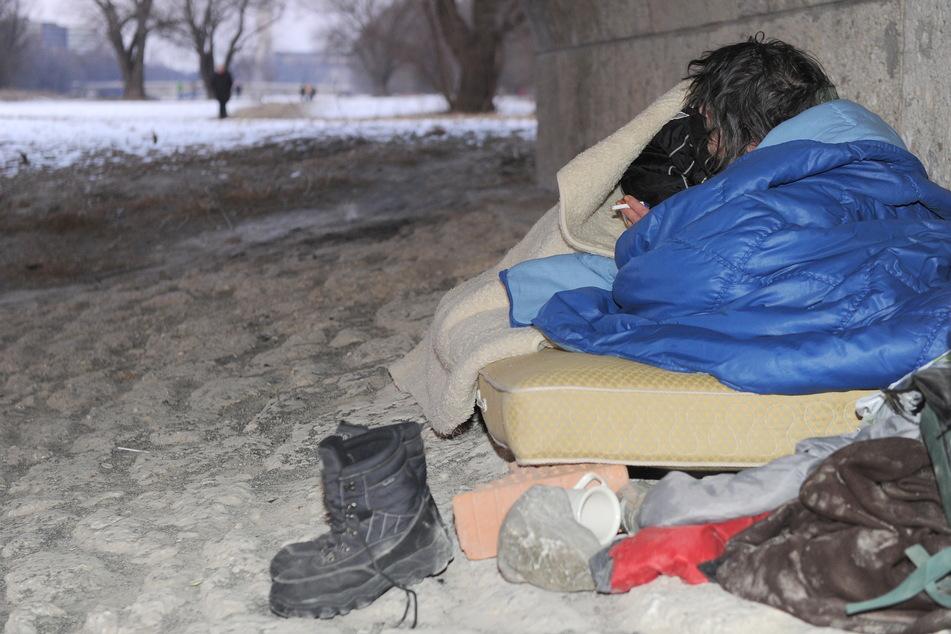 Das Frostwetter stellt Obdachlose vor eine lebensbedrohliche Herausforderung (Symbolbild).