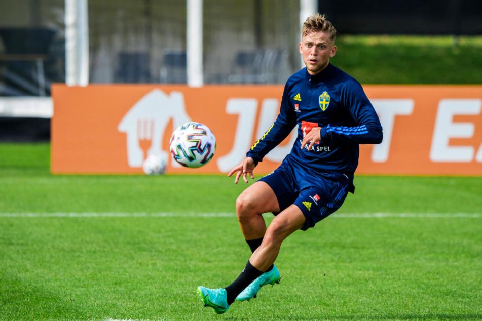 Der VfB Stuttgart soll an einer Verpflichtung des schwedischen Nationalspielers Karl Jesper Karlsson (22) interessiert sein.
