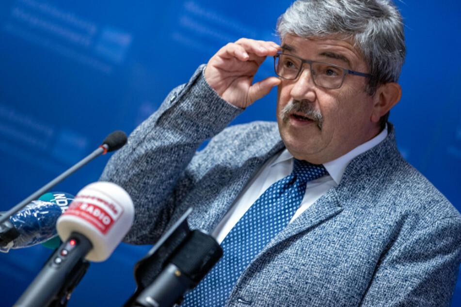 Skandal um Waffenkauf: Mecklenburg-Vorpommerns Innenminister Lorenz Caffier tritt zurück