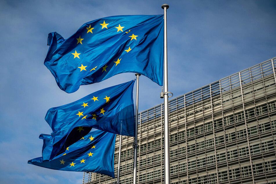 Europaflaggen wehen vor dem Sitz der Europäischen Kommission in Brüssel.