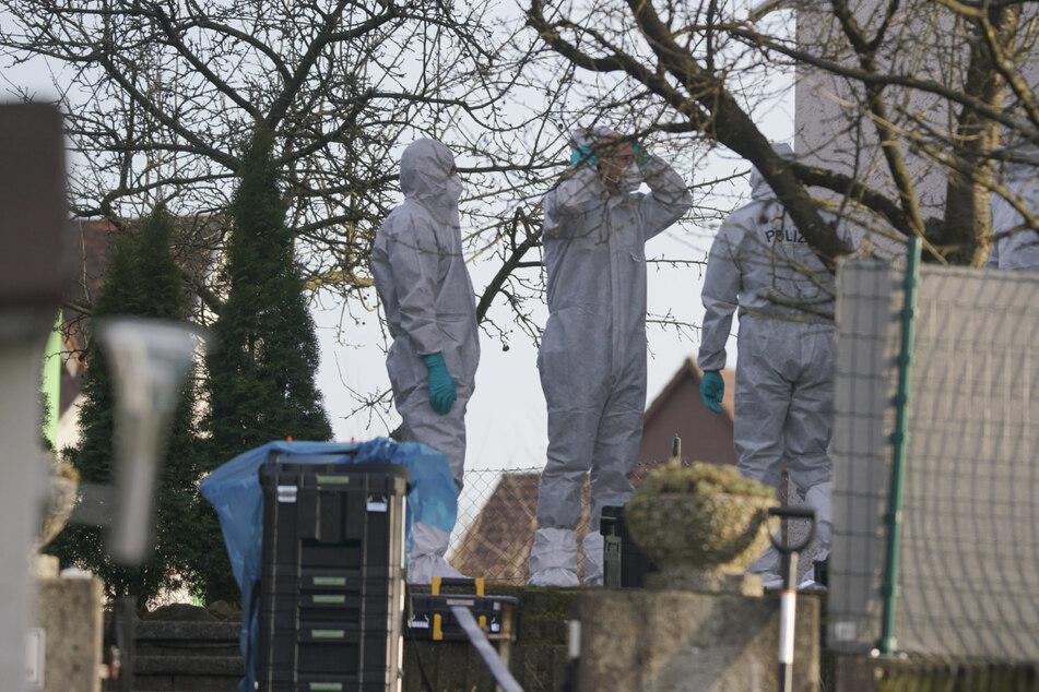 Frau geht mit Messer auf Familie und Bekannte los: Opfer nach Operation verstorben