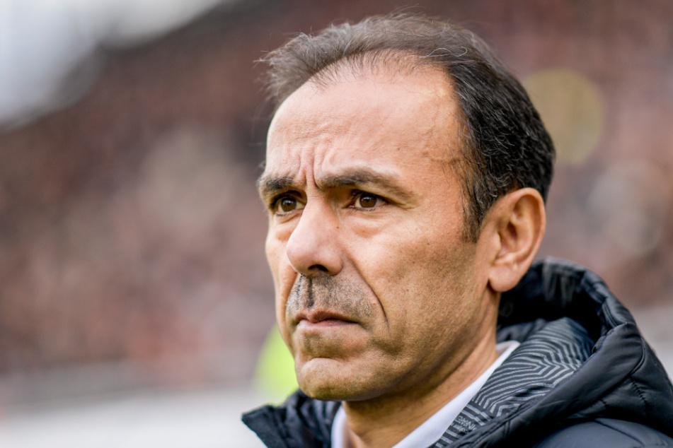 Trainer Jos Luhukay (56) hat eine bisher schlechte Auswärtsbilanz mit dem FC St. Pauli vorzuweisen. (Archivbild)