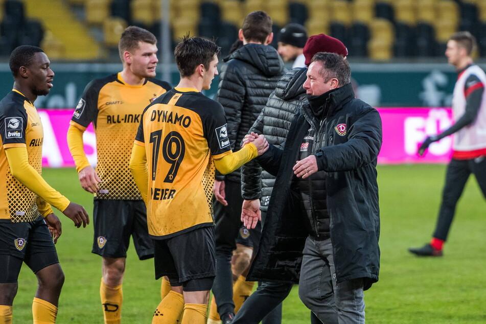 Dynamo-Trainer Markus Kauczinski (50, r.) hält große Stücke auf Jonathan Meier. Das zeigte er auch am Freitag zur Pressekonferenz.