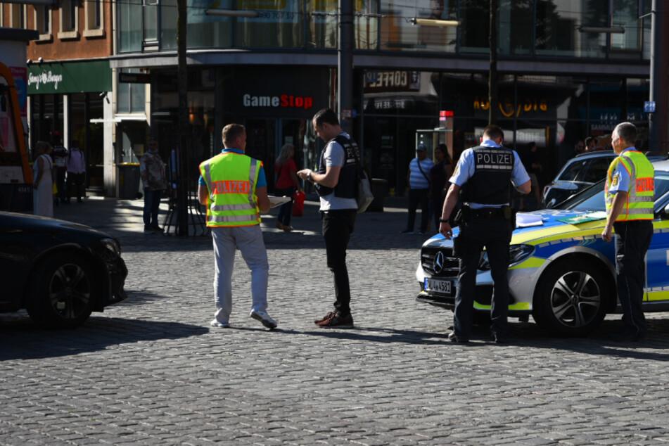 Einsatzkräfte in der Mannheimer Innenstadt.