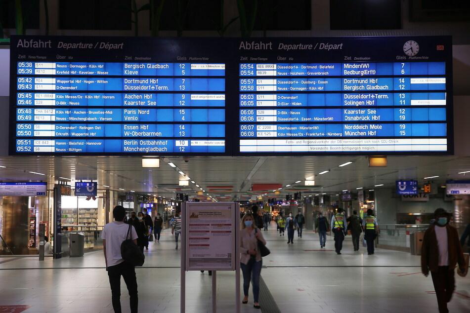 Im Düsseldorfer Hauptbahnhof ist ein 28-Jähriger ausgeflippt und hat Bundespolizisten angegriffen.