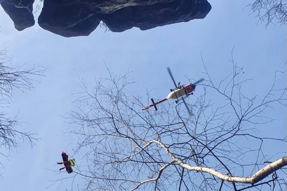Der Kletterer musste zunächst per Winde von der Unglücksstelle abtransportiert werden.