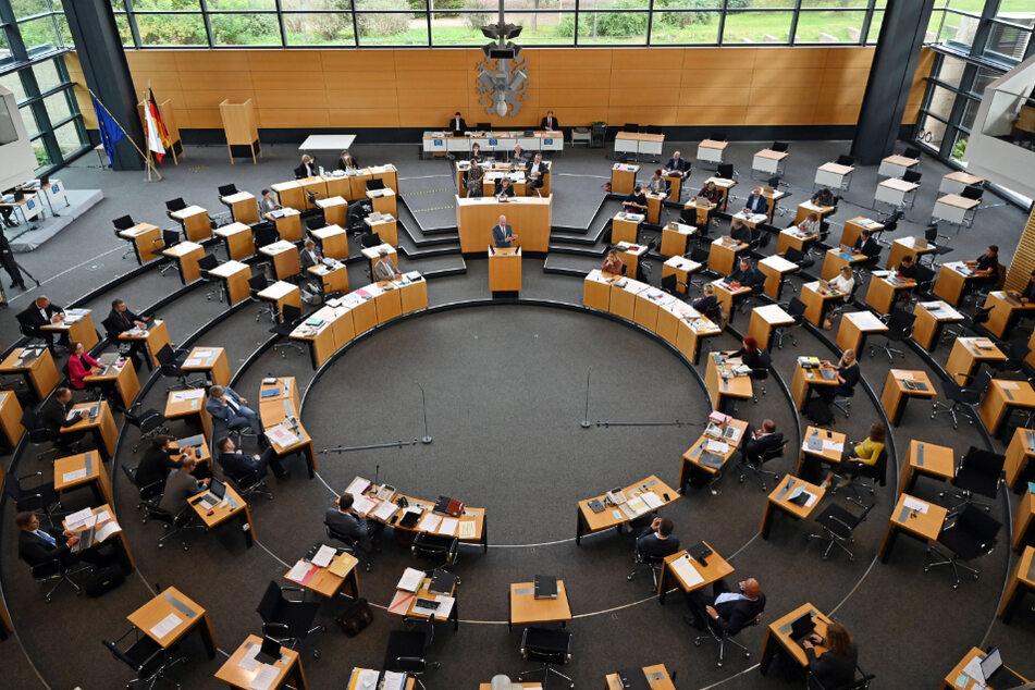Blick in den Thüringer Landtag: Kommende Woche gibt es dort eine Sondersitzung bezüglich der Regeln des aktuellen Lockdowns.