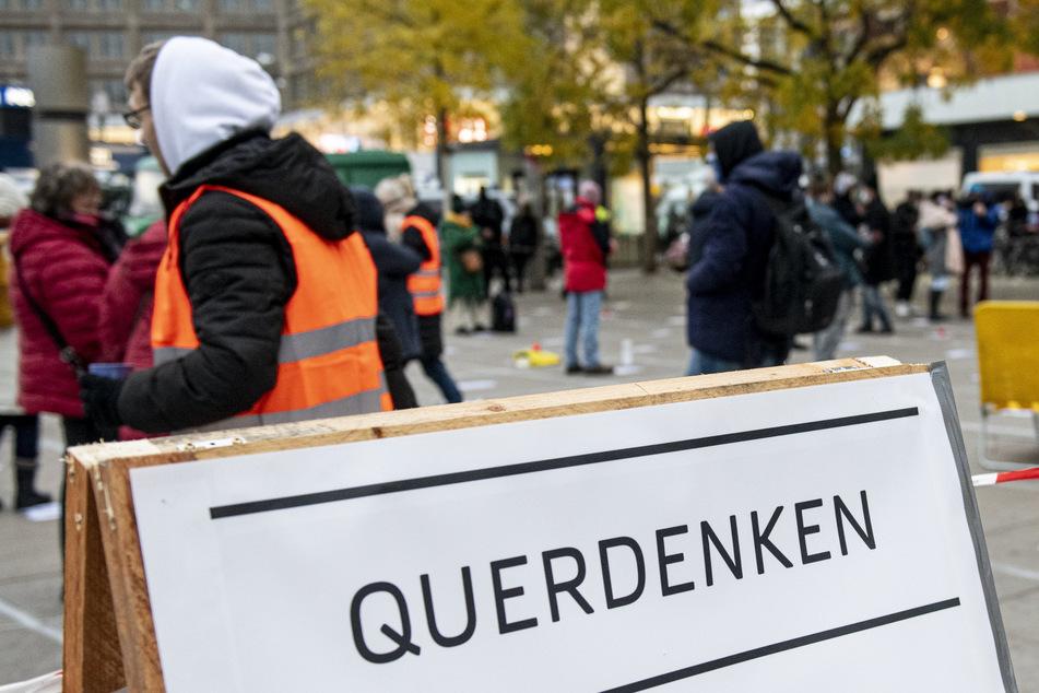 """Die Berliner Polizei will das Verbot der """"Querdenken""""-Demo am Mittwoch durchsetzen."""