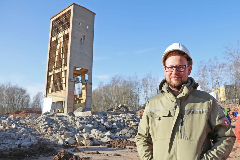 Der Mülsener Bauamtsleiter André Rademacher (34) blickt zufrieden auf den Ablauf der Sprengung.