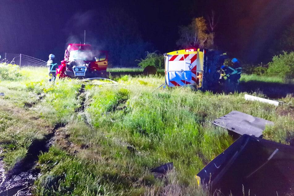 Unfall A2: Transporter kracht auf A2 in Begleitfahrzeug eines Schwerlast-Transports: Fünf Verletzte!